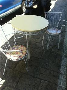 סט שולחן וכסאות