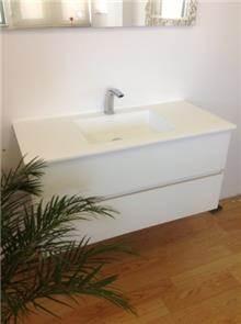 ריהוט לבן לאמבט