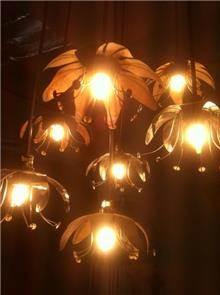 גוף תאורה עשוי מתכת