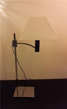 מנורת שולחן אהיל לבן
