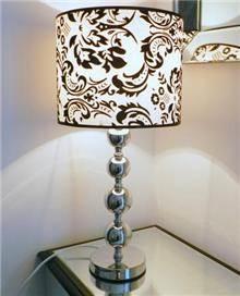 מנורת שולחן מרשימה