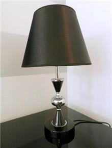מנורת שולחן שחור מבריק