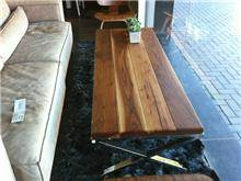 שולחן סלון בגוון עץ