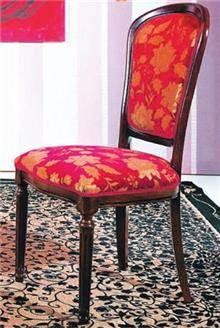 כסא אדום מרופד