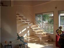 מדרגות לבית