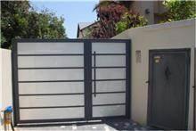 שער כניסה לחצר