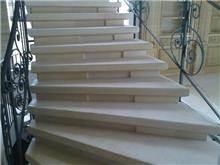 חיפוי מדרגות לבן