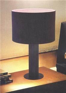 מנורת שולחן בגוון שחור