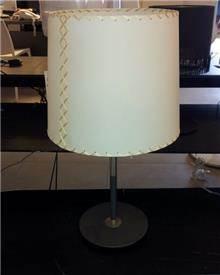 מנורה לשולחן בעיצוב מיוחד,<br>