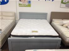 מיטה אפורה