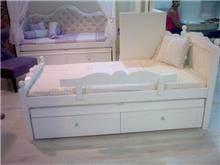 מיטת יחיד עם מגירות
