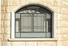 חלון בצורת קשת