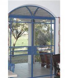 דלת בלגית בכחול