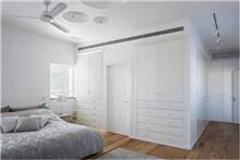 ארון קיר לבן