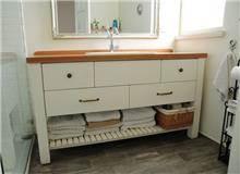 ארון אמבטיה בלבן