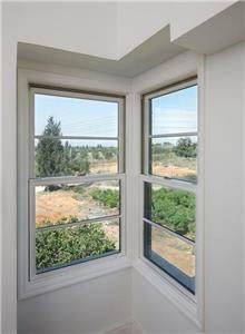 חלון מבודד חוסך חשמל