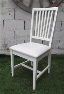 כסא אוכל בצבע שמנת