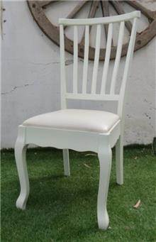 כסא אוכל צבוע שמנת