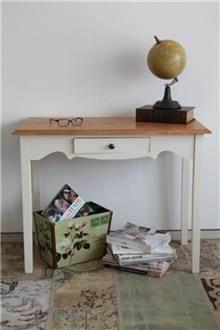 שולחן כתיבה לחדר קטן