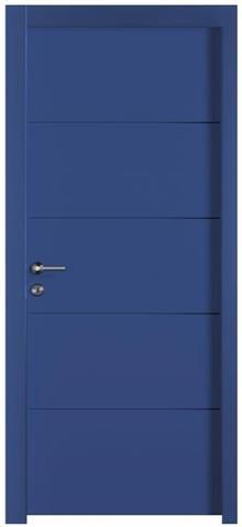 דלת כחולה מרשימה