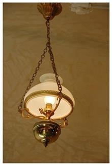 מנורת נפט מרשימה