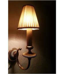 מנורה עם אהיל