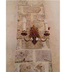 מנורה עתיקה צמודת קיר