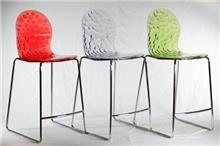 כסא בר בעיצוב צעיר