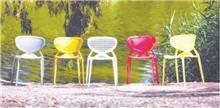 כסאות פלסטיק צבעוניים