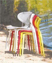 כסא פלסטיק נערם