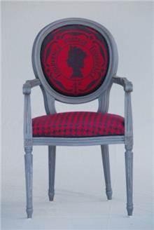כסא אדום מעוצב