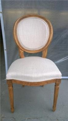 כסא עם ריפוד לבן