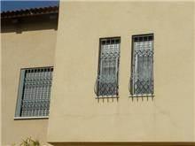 סורגים אפורים לחלונות - טרלידור