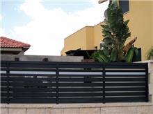 גדר אטומה לחזית בית - טרלידור