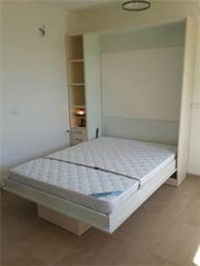 ארון קיר עם מיטה נפתחת