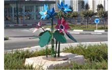 פסל חוץ פרחים גדולים
