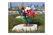 פסל חוץ פרחים צבעוניים