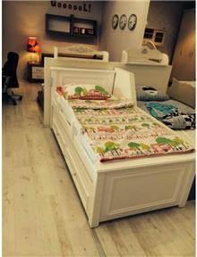 מיטת יחיד בהירה
