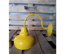 מנורת קיר צהובה