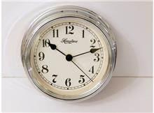 שעון כסוף לקיר