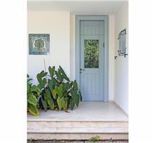 דלת כנף לבנה לחזית