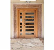 דלת חזית בשילוב זכוכית