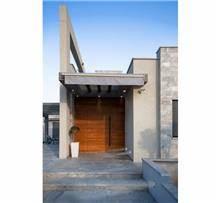 דלת חזית מעץ
