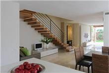 מדרגות מרחפות עץ