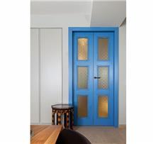 דלת כחולה כפולה