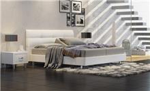 מיטה לבנה מרשימה