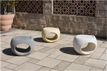 כיסא שרפרף בטון אדריכלי