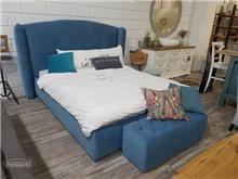 מיטה זוגית כחולה