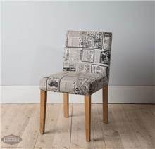 כסא עם הדפס עיתון