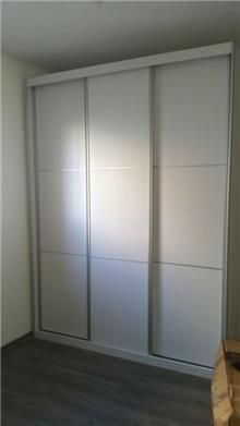 ארון הזזה עם 3 דלתות
